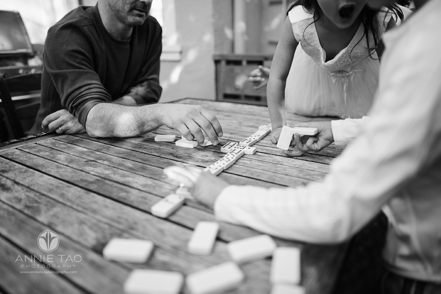East-Bay-lifestyle-family-photography-family-playing-dominos-BxW