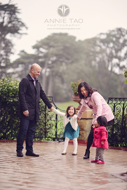 San-Francisco-lifestyle-family-photography-family-playing-on-foggy-deck-vertical