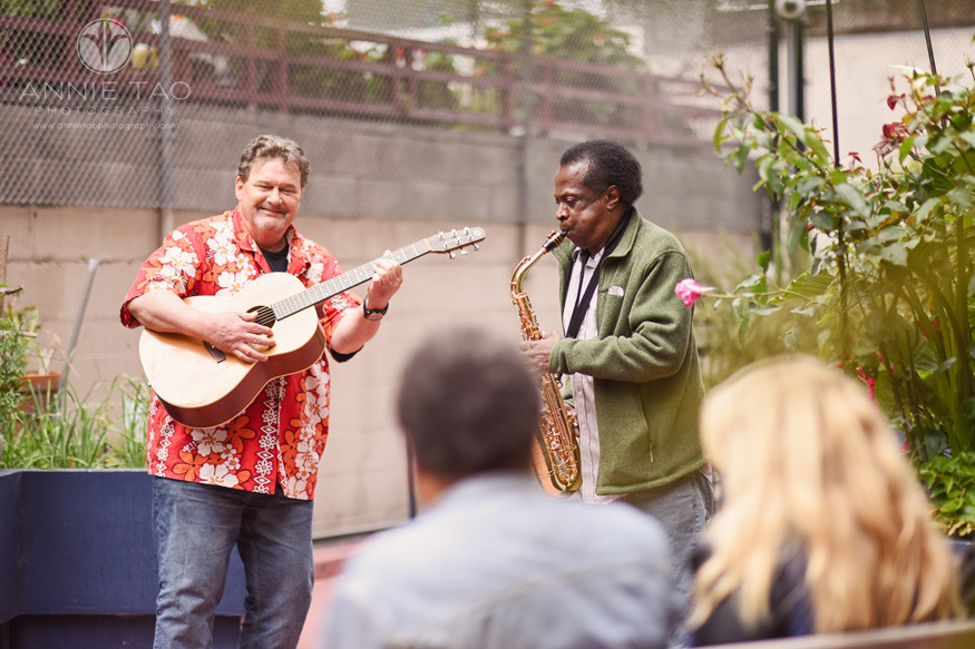 San-Francisco-commercial-photography-two-street-musicians-playing-for-friends