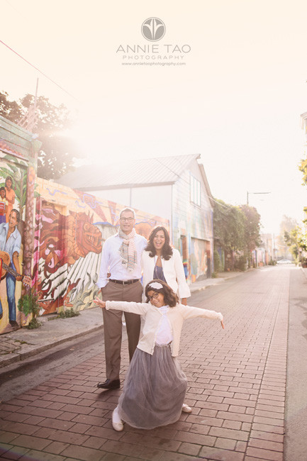 San-Francisco-lifestyle-family-photography-girl-photobombing-parents-with-sunflare