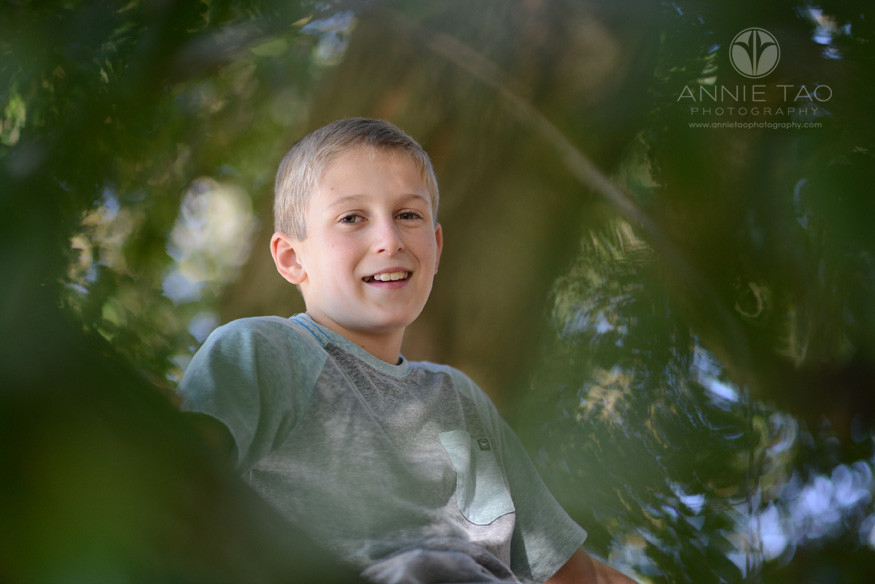 East-Bay-lifestyle-children-photography-blonde-boy-sitting-in-a-tree