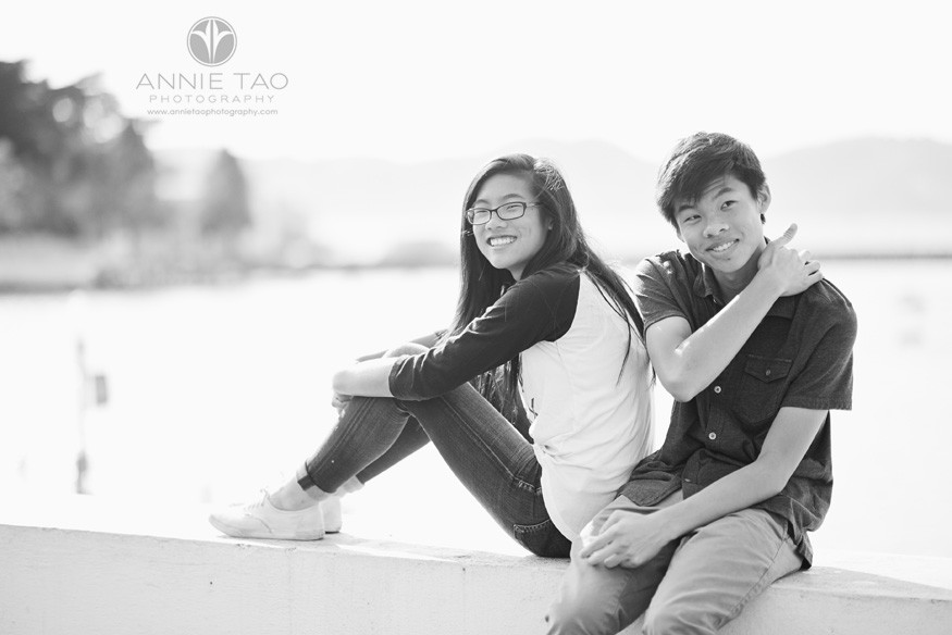 San-Francisco-lifestyle-teen-photography-two-siblings-on-wall-BxW