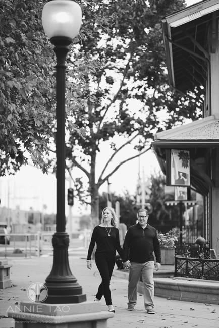 Bay-Area-lifestyle-photography-couple-walking-downtown-BxW