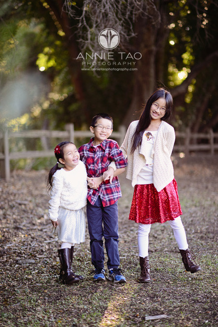 East-Bay-children-lifestyle-photography-three-laughing-sibling-children-arm-in-arm