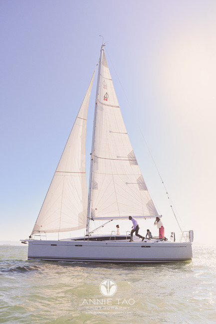 San-Francisco-lifestyle-family-photography-walking-on-boat-while-sailing-in-bay