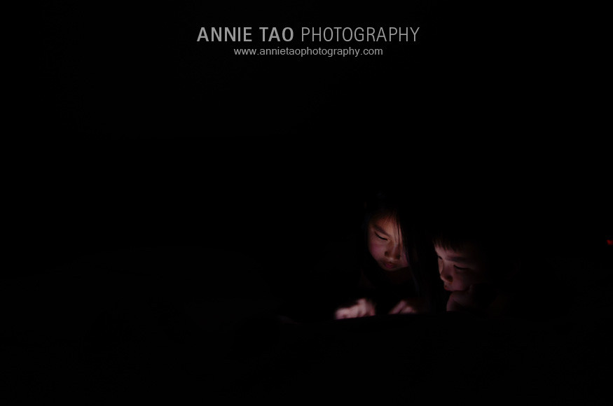 Annie-Tao-Photography-kids-playing-iPad-games-2