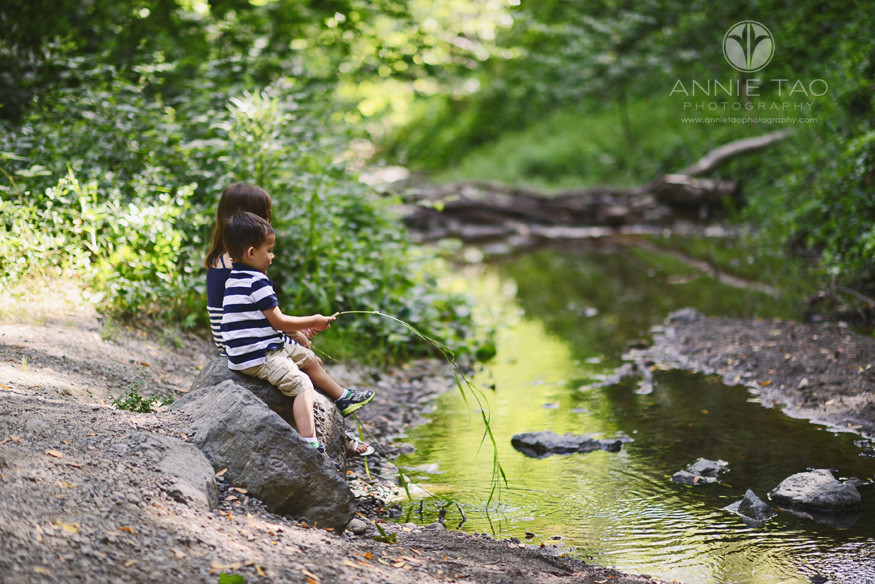 East-Bay-lifestyle-children-photography-brother-and-sister-fishing-at-the-creek