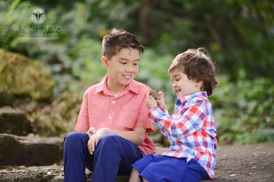 East-Bay-lifestyle-children-photography-young-boy-showing-big-brother-his-dinosaur-rock