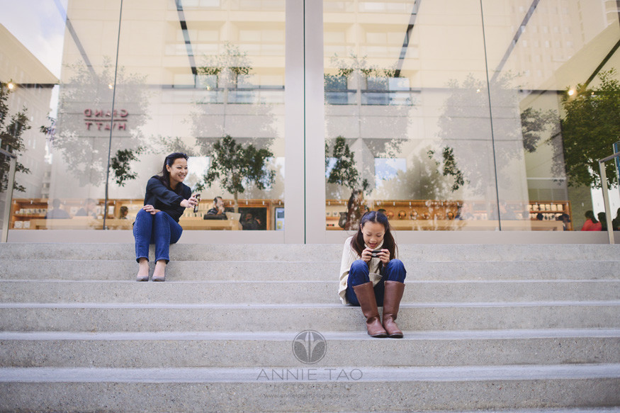 san-francisco-lifestyle-family-photography-sitting-on-steps-with-iphones