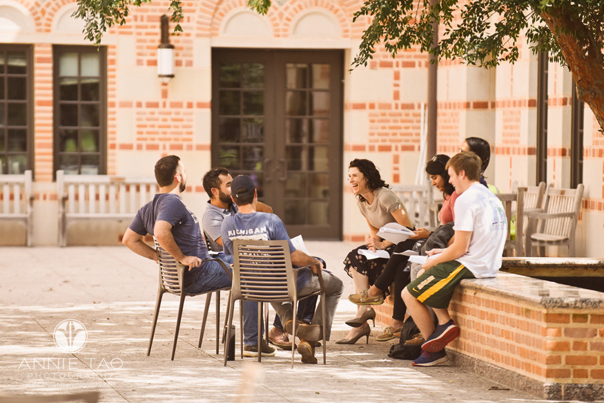 Commercial-Photography-Rice-Business-School-group-of-students-working-as-a-team-outdoors