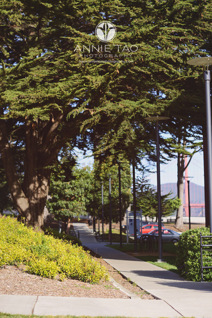 San-Francisco-lifestyle-photography-sidewalk-path-to-golden-gate-bridge