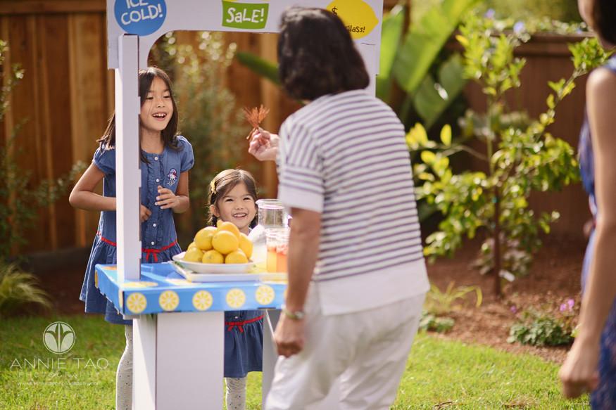 East-Bay-lifestyle-family-photography-girls-selling-lemonade-to-grandma