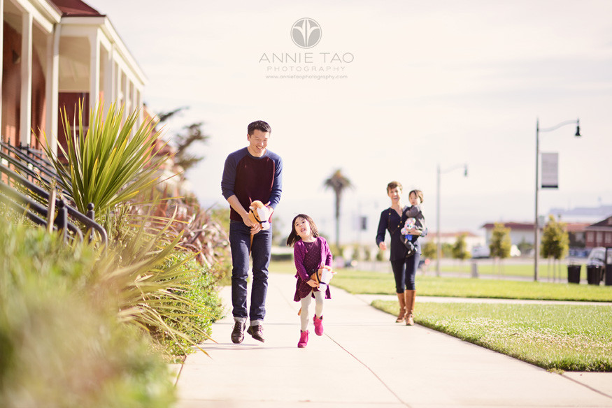 San-Francisco-lifestyle-family-photography-father-and-daughter-racing-on-wooden-horse