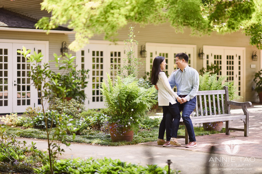 Bay-Area-lifestyle-photography-couple-holding-hands-and-cracking-up