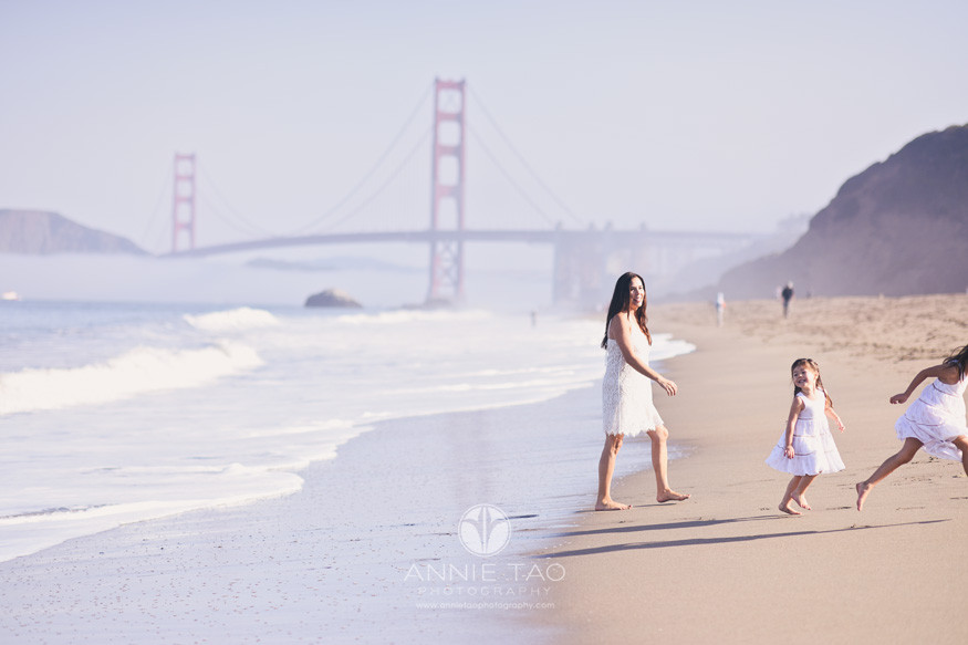 San-Francisco-lifestyle-family-photography-mother-and-daughters-heading-out-of-the-ocean