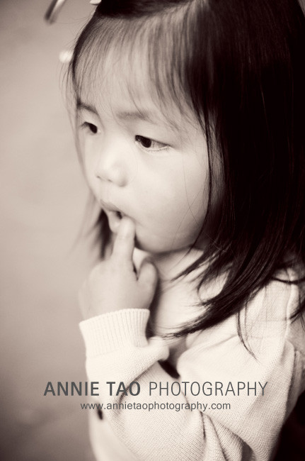 San-Francisco-East-Bay-lifestyle-family-photography-toddler-girl-with-finger-in-mouth