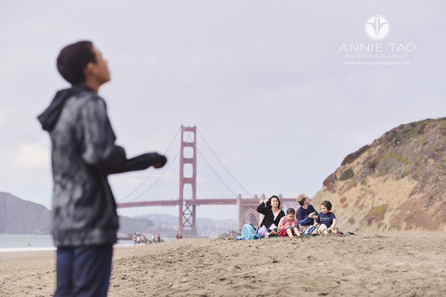 San-Francisco-lifestyle-family-beach-photography-family-watching-sons-kite-flying