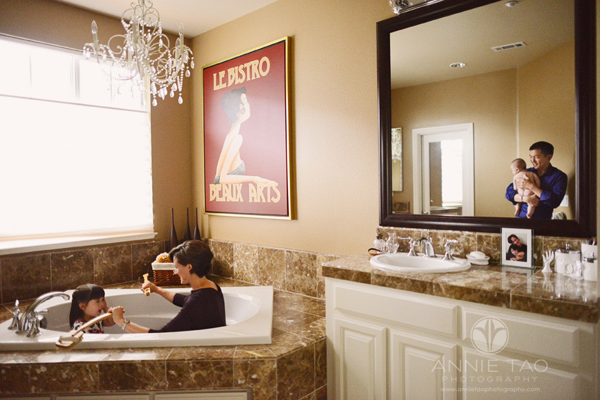 San-Francisco-Bay-Area-lifestyle-family-photography-family-in-the-bathroom