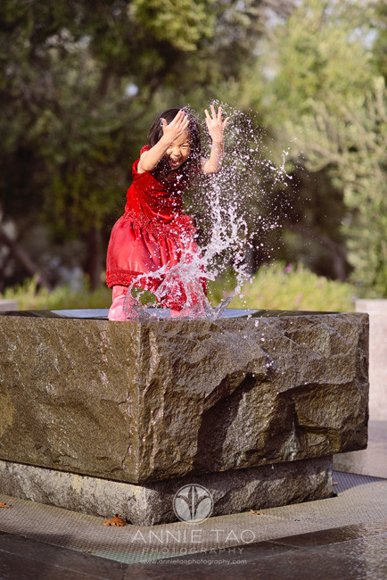 Bay-Area-Palo-Alto-lifestyle-children-photography-young-girl-splashing-water-in-fountain