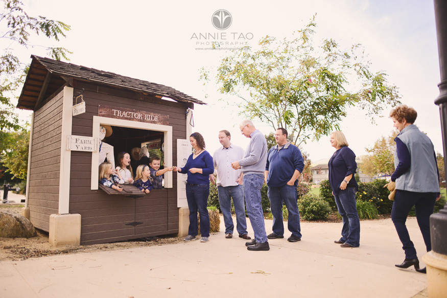 east-bay-lifestyle-family-photography-four-young-children-working-the-ticket-booth-while-line-builds