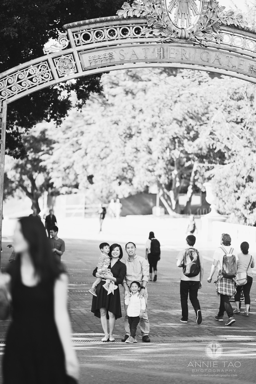 East-Bay-lifestyle-family-photography-family-standing-under-sather-gate-BxW-Lg