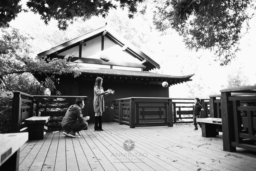 East-Bay-lifestyle-family-photography-playing-ball-by-japanese-tea-house-BxW