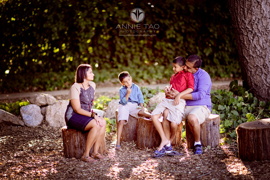 East-Bay-lifestyle-family-photography-family-having-a-snack-on-wood-stumps