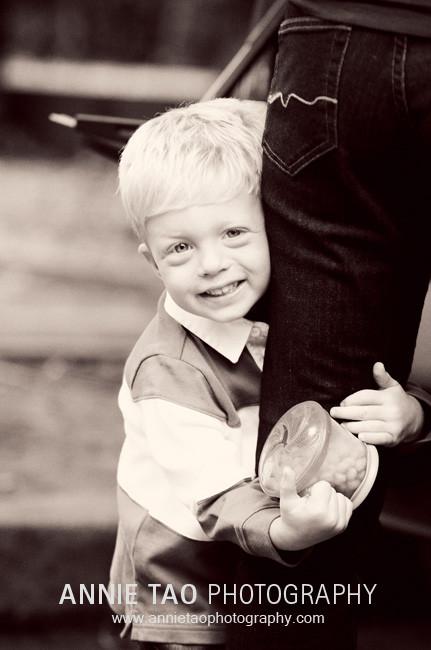 East-Bay-lifestyle-family-photography-preschooler-hugging-moms-leg