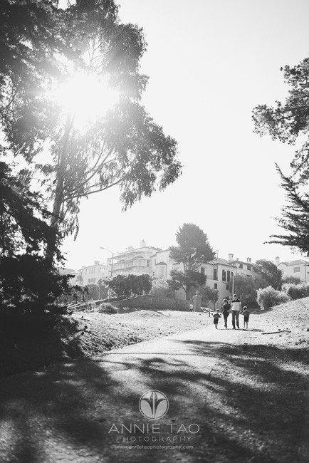 San-Francisco-Bay-Area-lifestyle-family-photography-family-walking-on-path-BxW