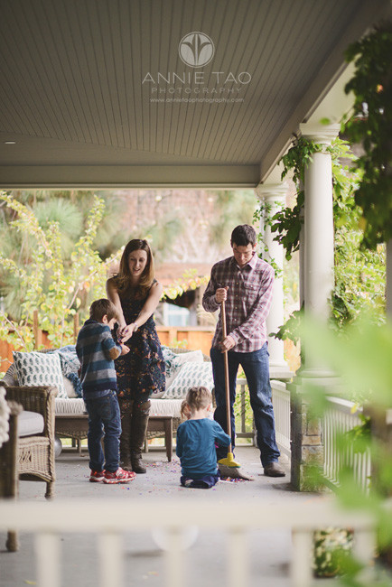 Bay-Area-Palo-Alto-lifestyle-family-photography-family-on-deck-with-confetti