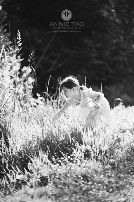San-Francisco-lifestyle-children-photography-young-girl-picking-dandelions-BxW