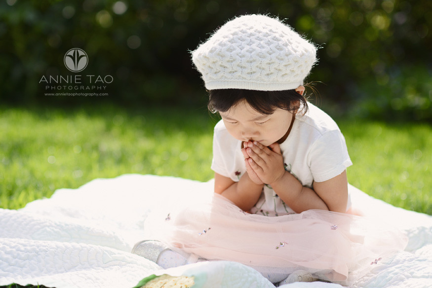 Bay-Area-lifestyle-children-photography-three-year-old-girl-praying