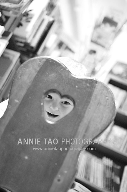 San-Francisco-Bay-Area-family-photography-baby-looking-through-chair-at-bookstore