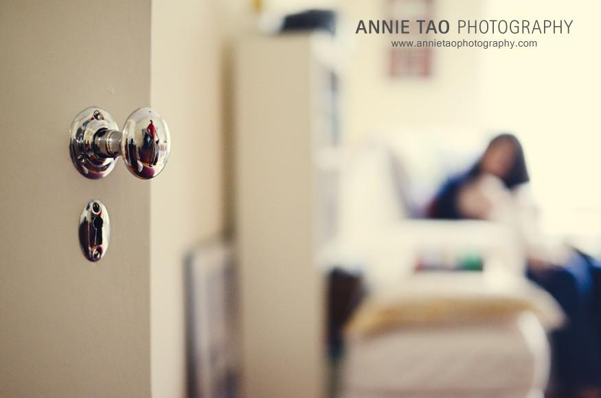 San-Francisco-family-lifestyle-photography-peeking-into-nursery