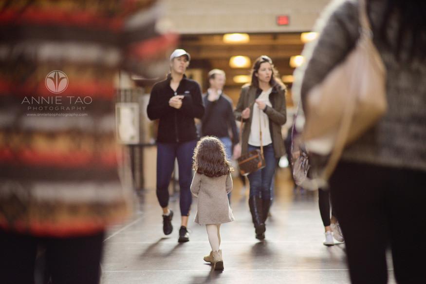 san-francisco-lifestyle-children-photography-preschooler-girl-walking-amongst-crowd-at-ferry-building