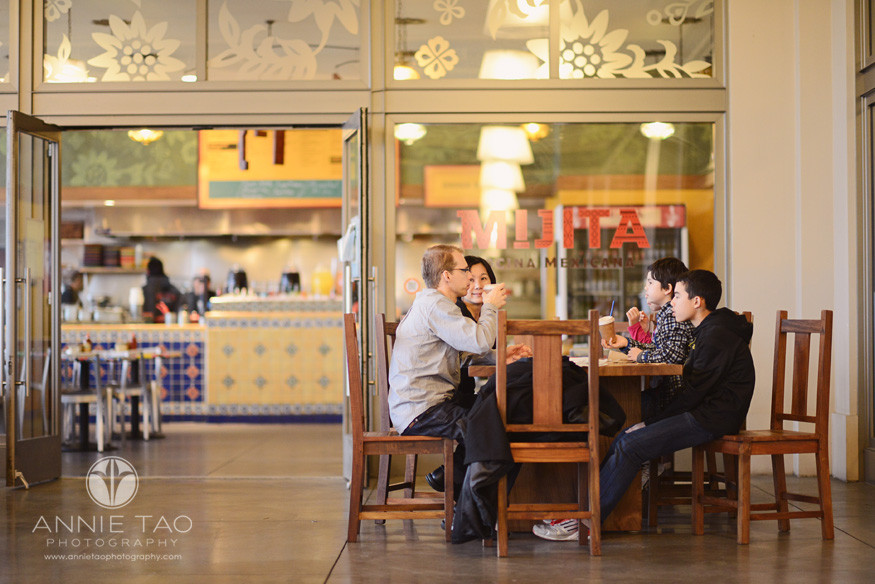 San-Francisco-lifestyle-family-photography-family-having-a-snack