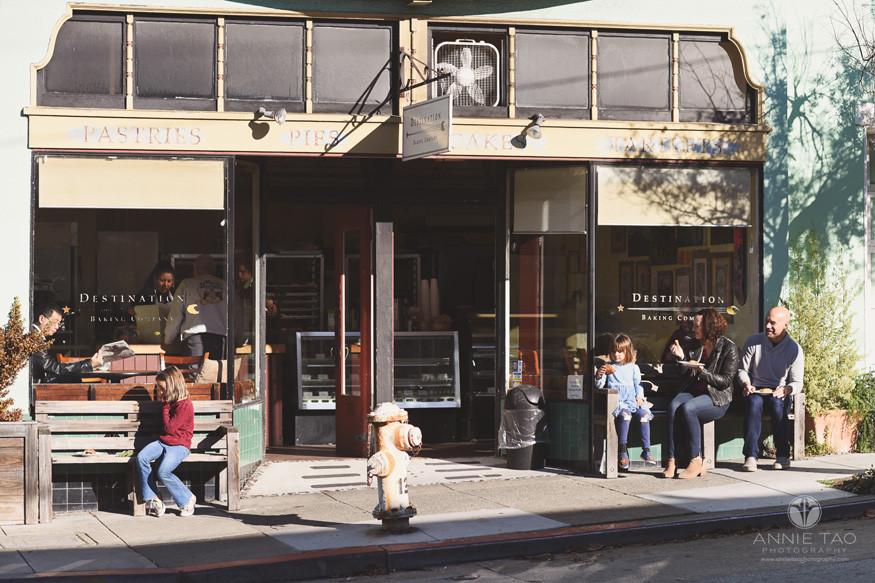 San-Francisco-lifestyle-family-photography-eating-outside-of-neighborhood-bakery