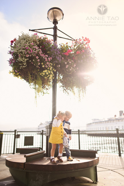 San-Francisco-lifestyle-children-photography-twin-toddler-siblings-hugging-on-bench-by-bay