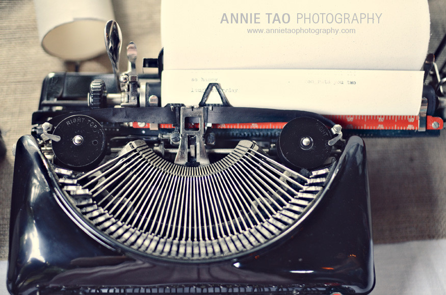 Los-Altos-Wedding-Photography-cocktail-hour-antique-typewriter-guest-messages