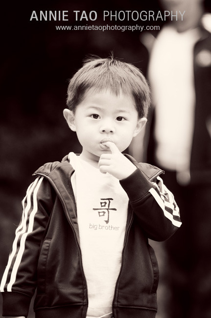 San-Francisco-East-Bay-lifestyle-family-photography-toddler-boy-with-finger-in-mouth