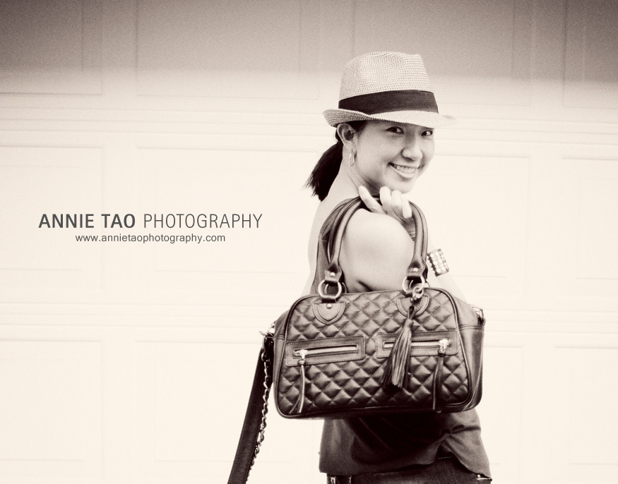 Annie-Tao-Photographer-with-a-black-THEIT-The-Bossi-bag-4