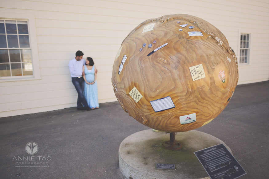 San-Francisco-lifestyle-maternity-photography-couple-standing-behind-giant-sphere-structure