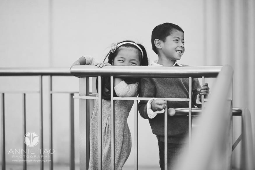 San-Francisco-lifestyle-children-photography-girl-and-boy-laughing-from-behind-rail-BxW