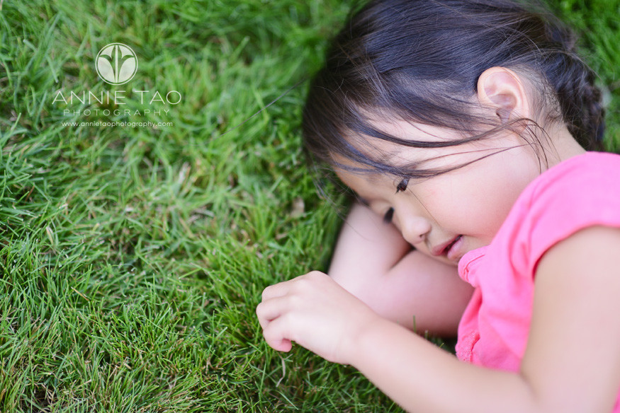 San-Francisco-Bay-Area-Peninsula-lifestyle-children-photography-girl-playing-with-grass