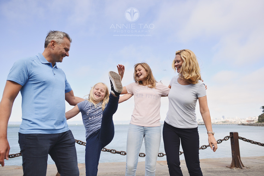 San-Francisco-lifestyle-family-photography-family-playing-by-the-bay