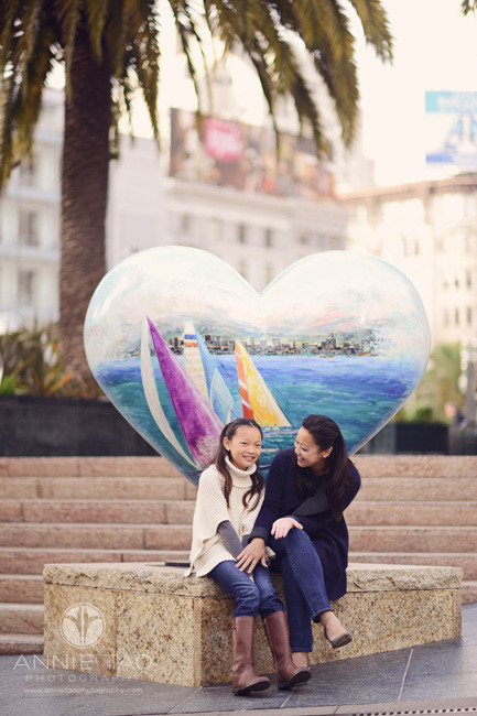 san-francisco-lifestyle-family-photography-mom-and-daughter-hanging-out-by-heart-artwork-downtown