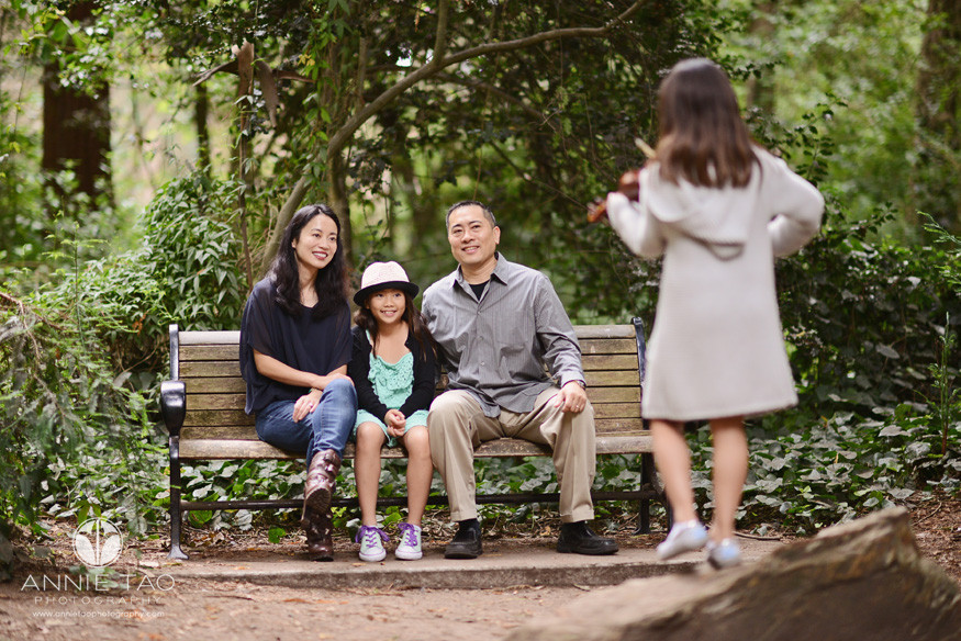 San-Francisco-lifestyle-family-photography-family-on-bench-listening-to-girl-play-violin