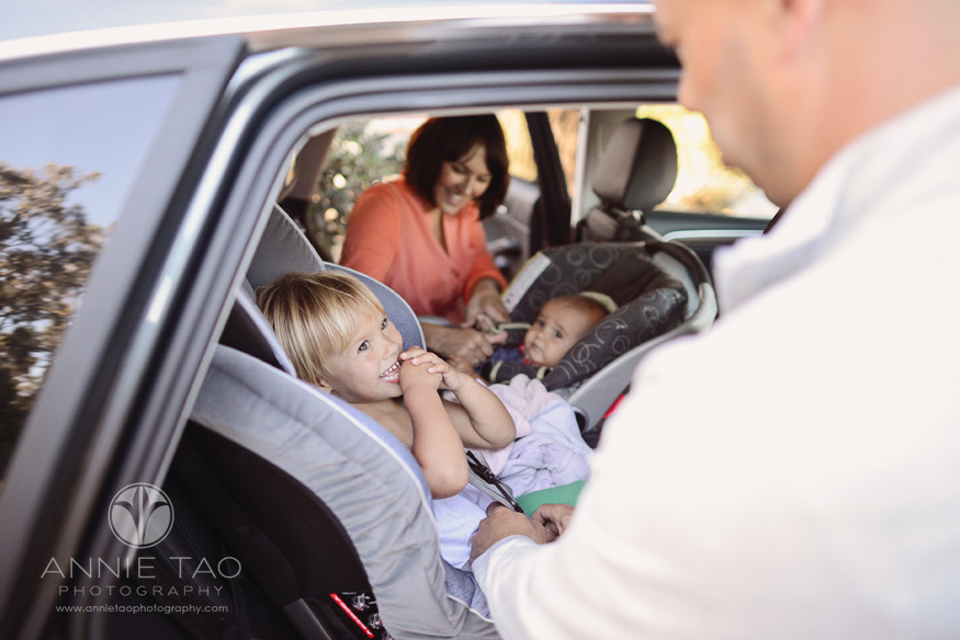 Bay-Area-San-Mateo-lifestyle-family-photography-parents-buckling-kids-in-their-carseats