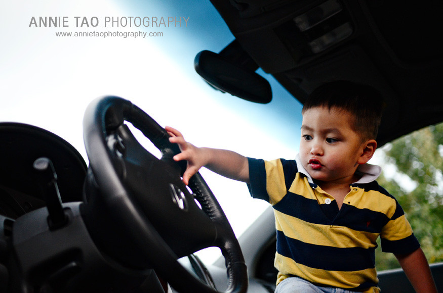 East-Bay-lifestyle-family-photography-toddler-in-front-seat-of-car