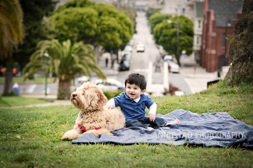 San-Francisco-Lifestyle-Family-Photography-baby-sitting-with-dog